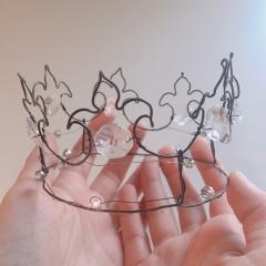 Corona, crown, couronne: filo di ferro e cristalli