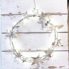 Cerchio stelle di Natale in filo di ferro e carta vintage