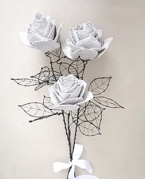 Rose in sughero di Fabris Solution, gambi e foglie in filo di ferro